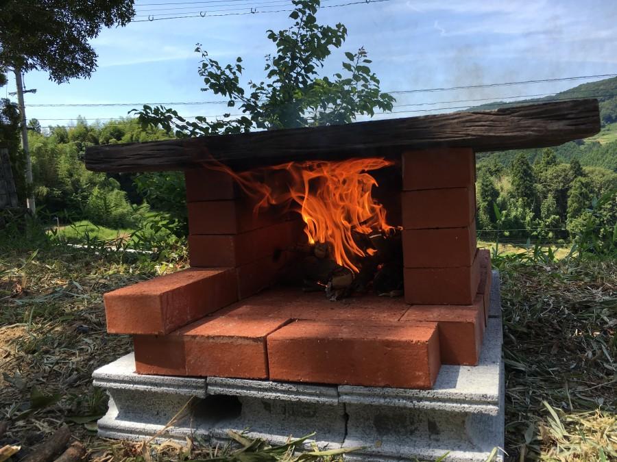 マックスで燃えるレンガのピザ窯