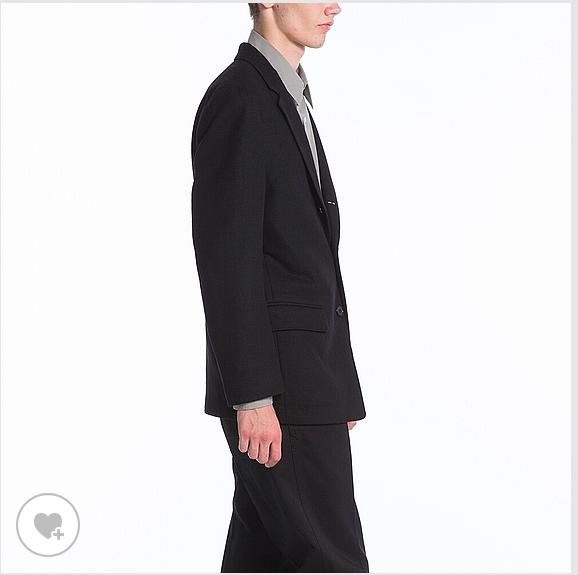 着た感じはこんなの。丈は短めのデザインです