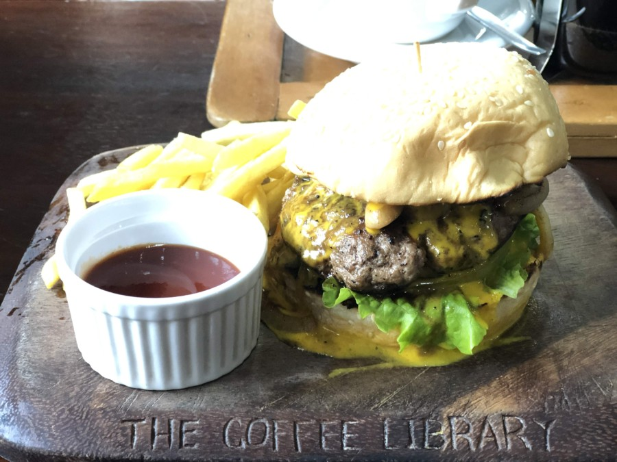 The coffee libraryのハンバーガー